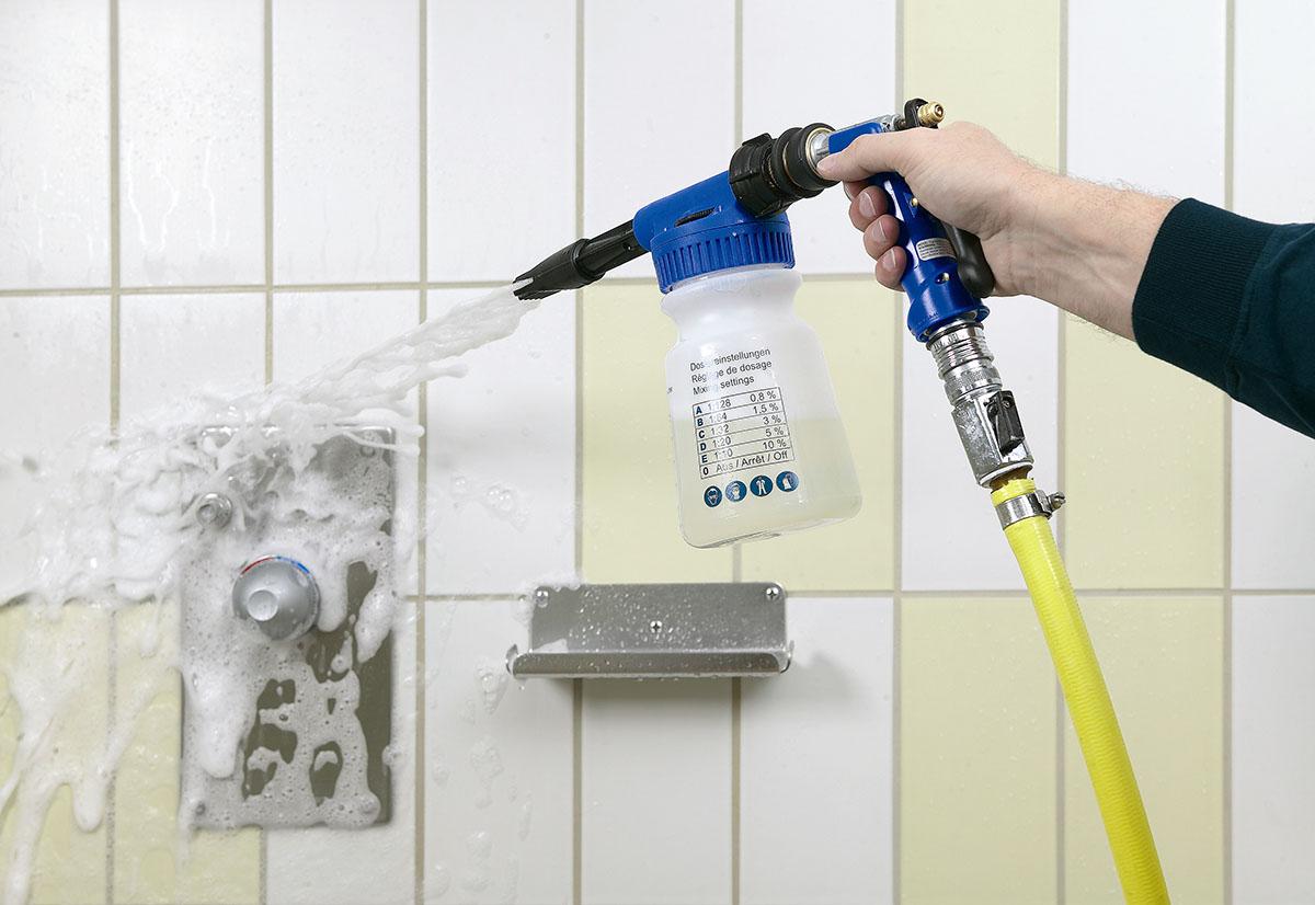 einfaches reinigen und desinfizieren mit der schaumkanone - Dusche Kieselsteine Reinigen